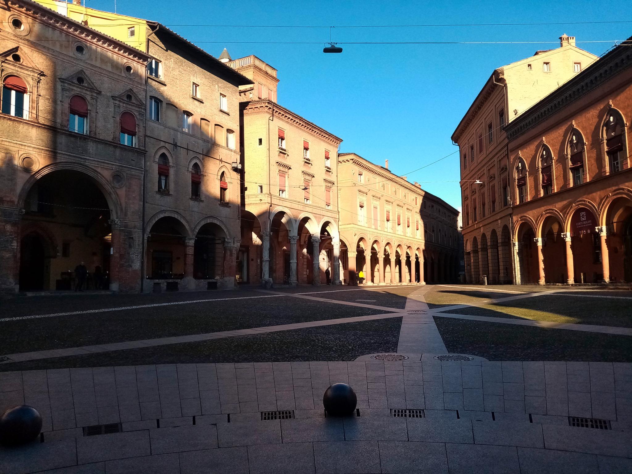 """Superati i 1.600 iscritti al Gruppo Facebook Portici di Bologna che raccontano con foto e commenti """"UNA STORIA UNICA AL MONDO"""""""